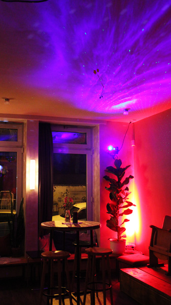 Loungelaser & LED Floor Spot in Dohle stolz